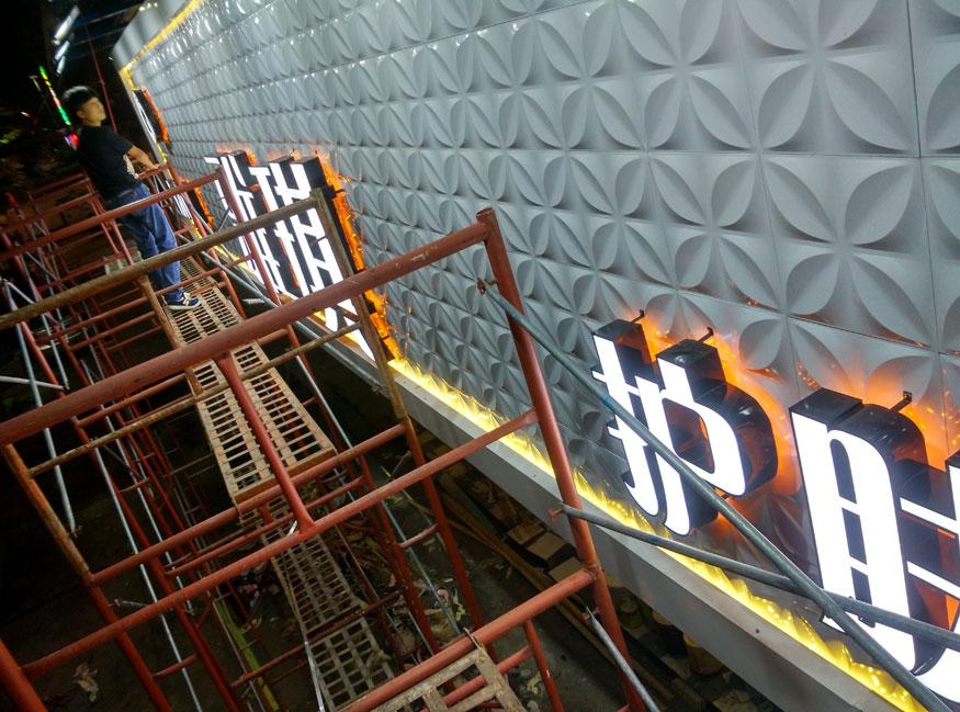 头招牌安装案例——三维彩扣板+铝塑板+LED亚克力双面发光字安装工程 安装技术 第11张